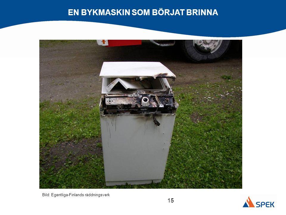 15 EN BYKMASKIN SOM BÖRJAT BRINNA Bild: Egentliga-Finlands räddningsverk