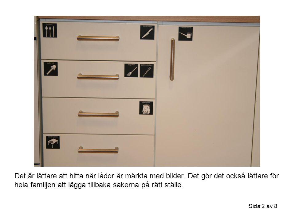 Sida 3 av 8 Kylskåpets hyllplan och lådor är märkta med matbilder.