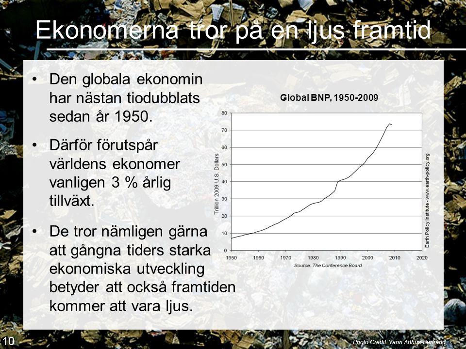 Ekonomerna tror på en ljus framtid •Den globala ekonomin har nästan tiodubblats sedan år 1950. Photo Credit: Yann Arthus-Bertrand Global BNP, 1950-200