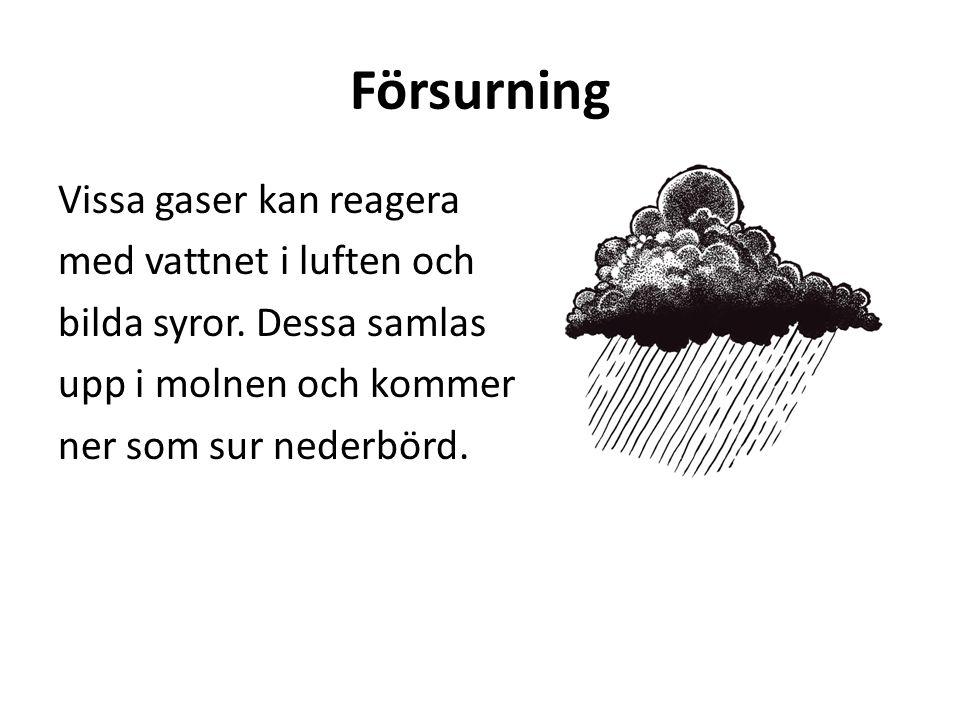 Försurning Vissa gaser kan reagera med vattnet i luften och bilda syror. Dessa samlas upp i molnen och kommer ner som sur nederbörd.