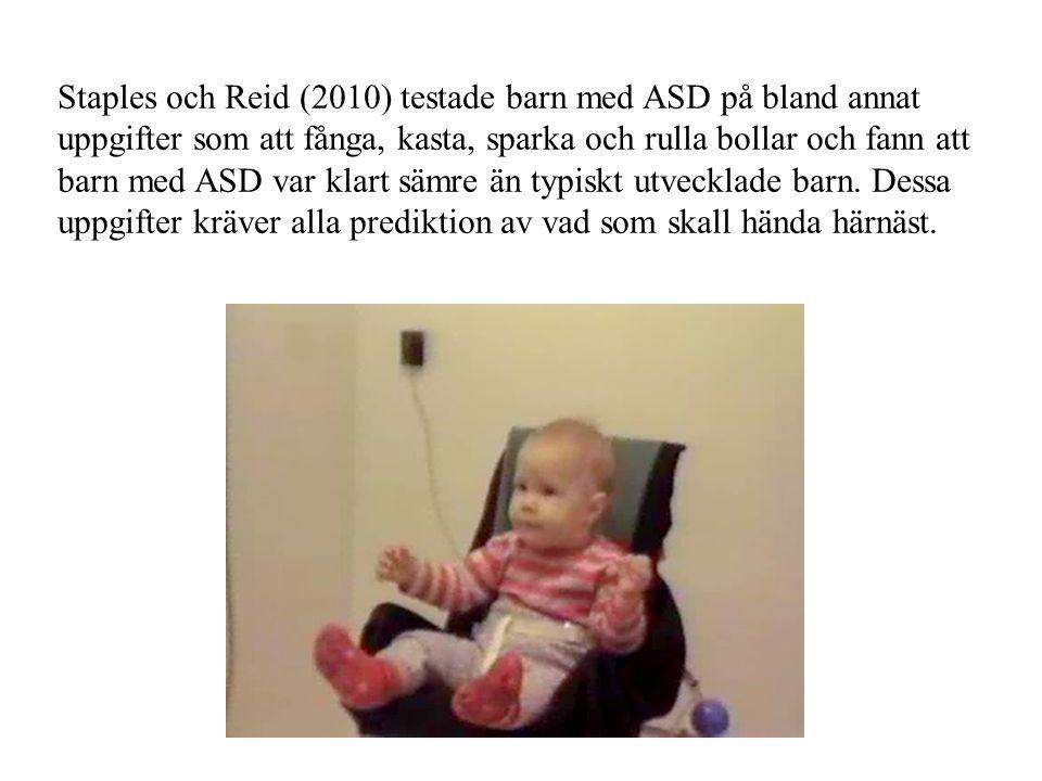 Staples och Reid (2010) testade barn med ASD på bland annat uppgifter som att fånga, kasta, sparka och rulla bollar och fann att barn med ASD var klar