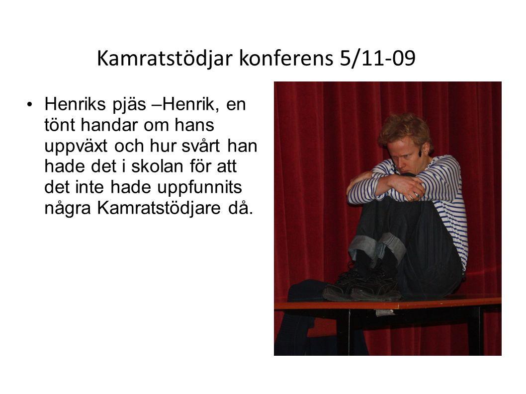 Kamratstödjar konferens 5/11-09 • Henriks pjäs –Henrik, en tönt handar om hans uppväxt och hur svårt han hade det i skolan för att det inte hade uppfunnits några Kamratstödjare då.