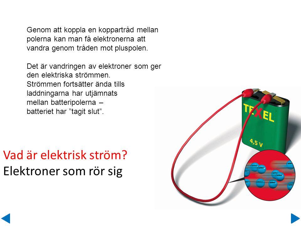 Genom att koppla en koppartråd mellan polerna kan man få elektronerna att vandra genom tråden mot pluspolen. Det är vandringen av elektroner som ger d