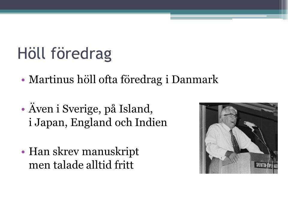 Höll föredrag •Martinus höll ofta föredrag i Danmark •Även i Sverige, på Island, i Japan, England och Indien •Han skrev manuskript men talade alltid fritt
