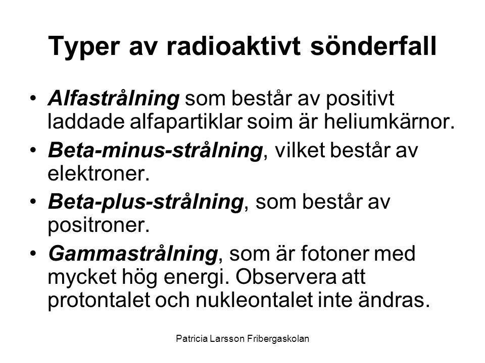 Typer av radioaktivt sönderfall •Alfastrålning som består av positivt laddade alfapartiklar soim är heliumkärnor. •Beta-minus-strålning, vilket består