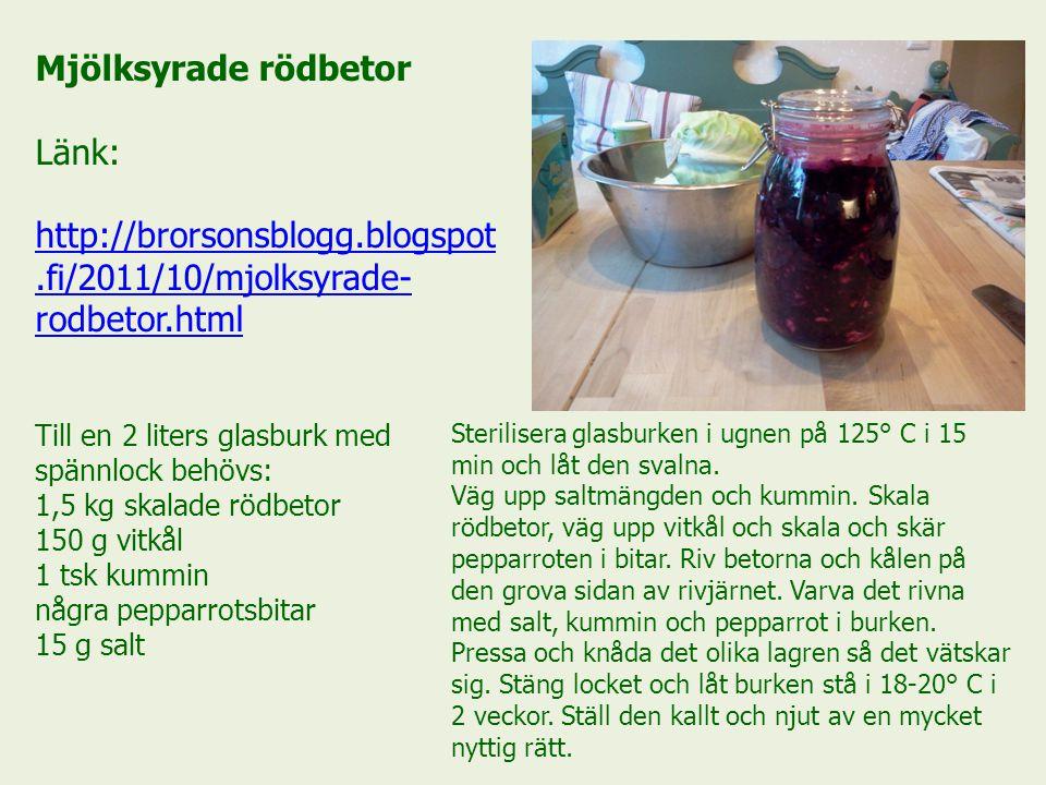 Mjölksyrade rödbetor Länk: http://brorsonsblogg.blogspot.fi/2011/10/mjolksyrade- rodbetor.html Till en 2 liters glasburk med spännlock behövs: 1,5 kg skalade rödbetor 150 g vitkål 1 tsk kummin några pepparrotsbitar 15 g salt Sterilisera glasburken i ugnen på 125° C i 15 min och låt den svalna.
