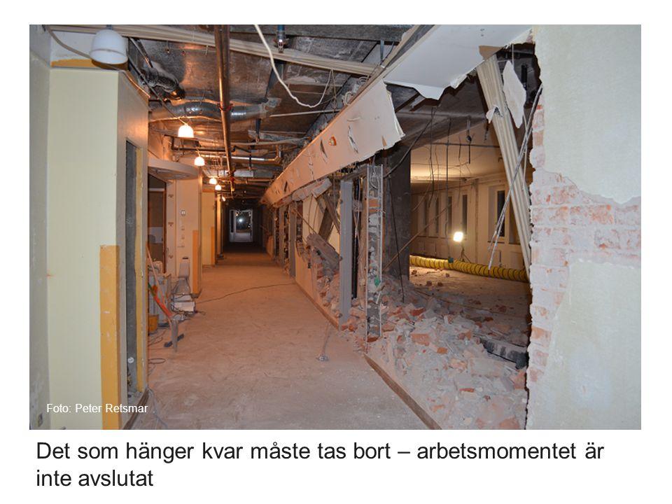 Det som hänger kvar måste tas bort – arbetsmomentet är inte avslutat Foto: Peter Retsmar