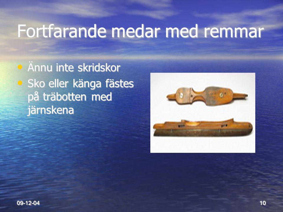 09-12-0410 Fortfarande medar med remmar • Ännu inte skridskor • Sko eller känga fästes på träbotten med järnskena