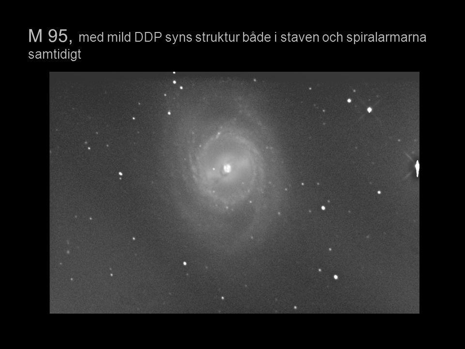 M 95, med mild DDP syns struktur både i staven och spiralarmarna samtidigt