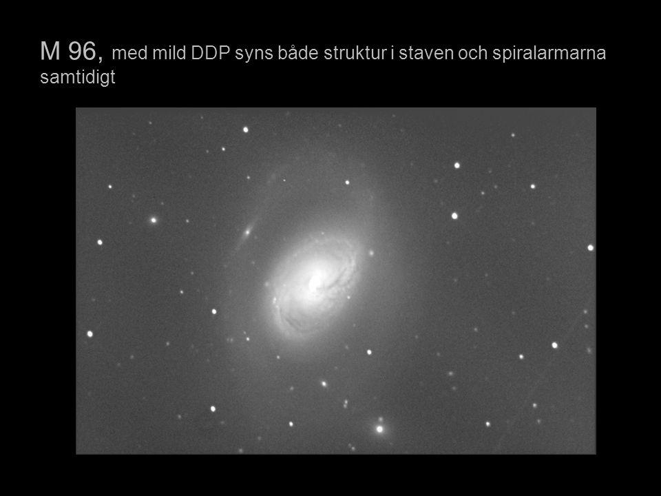 M 96, med mild DDP syns både struktur i staven och spiralarmarna samtidigt