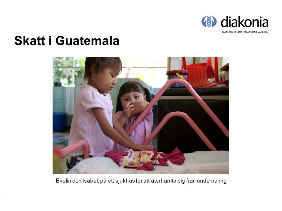 Skatt i Guatemala Evelin och Isabel, på ett sjukhus för att återhämta sig från undernäring