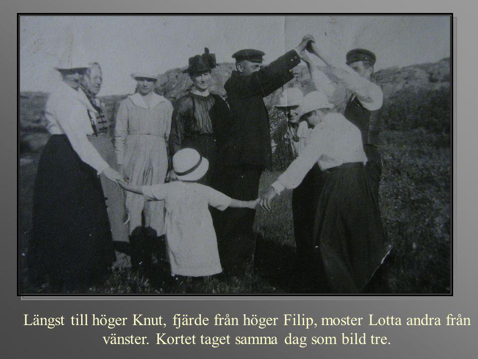 Längst till höger Knut, fjärde från höger Filip, moster Lotta andra från vänster. Kortet taget samma dag som bild tre.