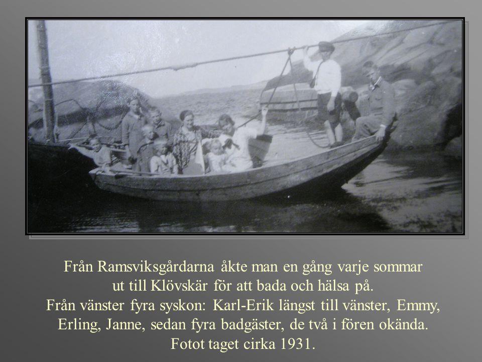 Från Ramsviksgårdarna åkte man en gång varje sommar ut till Klövskär för att bada och hälsa på. Från vänster fyra syskon: Karl-Erik längst till vänste