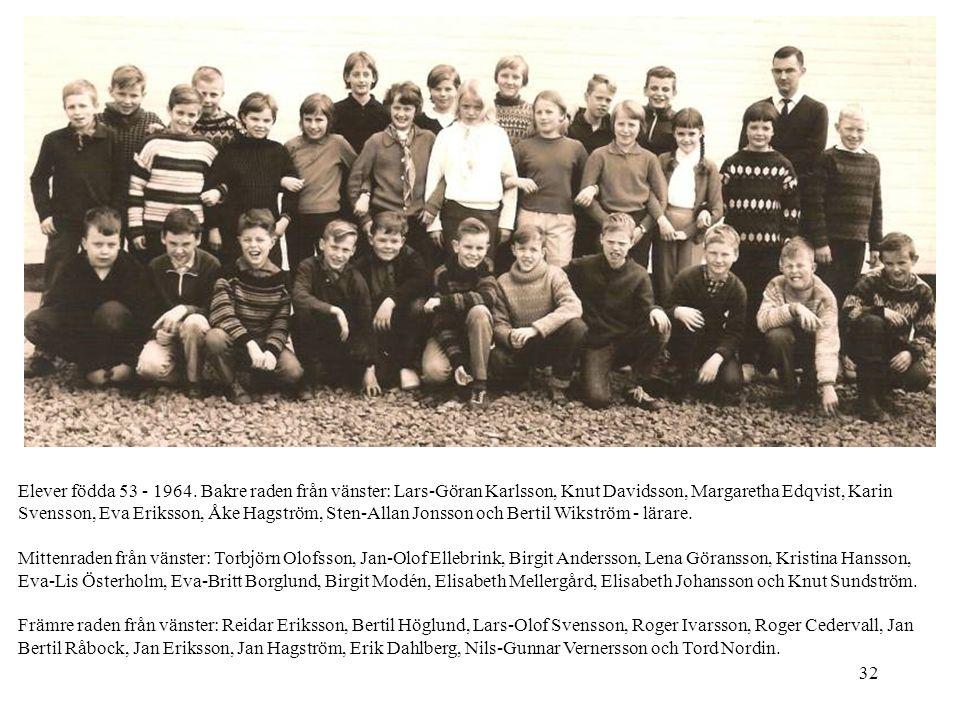 32 Elever födda 53 - 1964. Bakre raden från vänster: Lars-Göran Karlsson, Knut Davidsson, Margaretha Edqvist, Karin Svensson, Eva Eriksson, Åke Hagstr