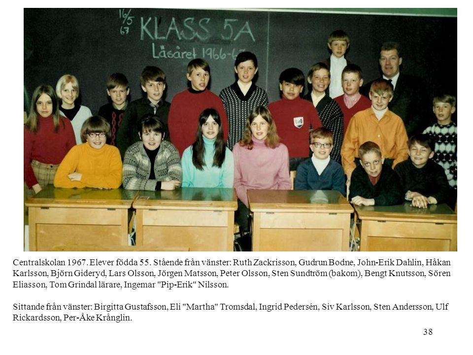 38 Centralskolan 1967. Elever födda 55. Stående från vänster: Ruth Zackrisson, Gudrun Bodne, John-Erik Dahlin, Håkan Karlsson, Björn Gideryd, Lars Ols
