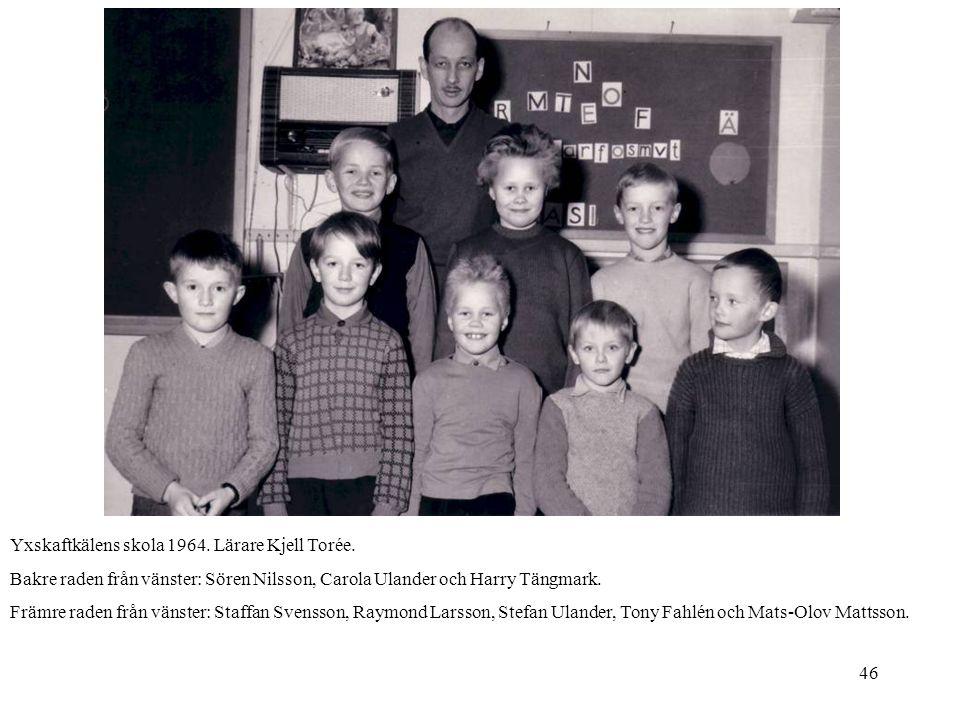 46 Yxskaftkälens skola 1964. Lärare Kjell Torée. Bakre raden från vänster: Sören Nilsson, Carola Ulander och Harry Tängmark. Främre raden från vänster