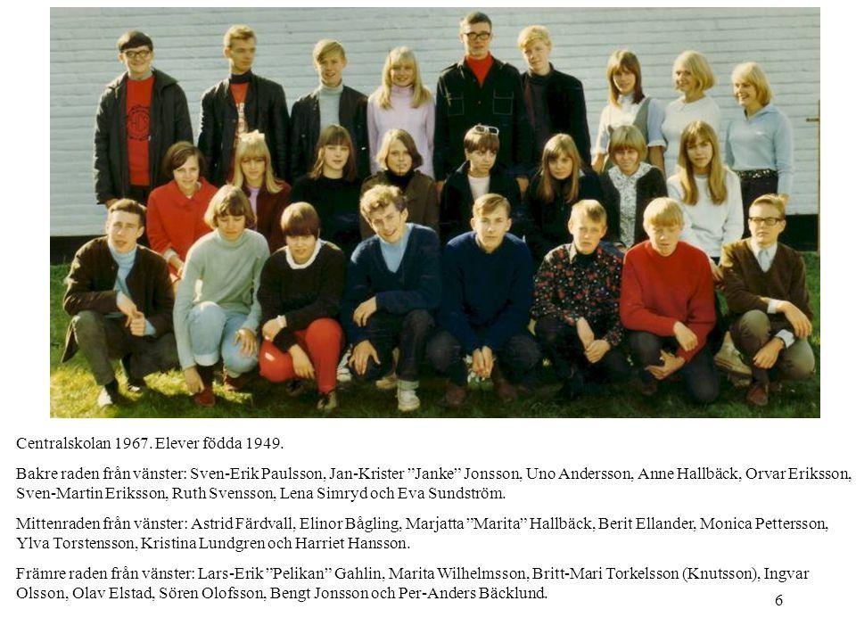 """6 Centralskolan 1967. Elever födda 1949. Bakre raden från vänster: Sven-Erik Paulsson, Jan-Krister """"Janke"""" Jonsson, Uno Andersson, Anne Hallbäck, Orva"""