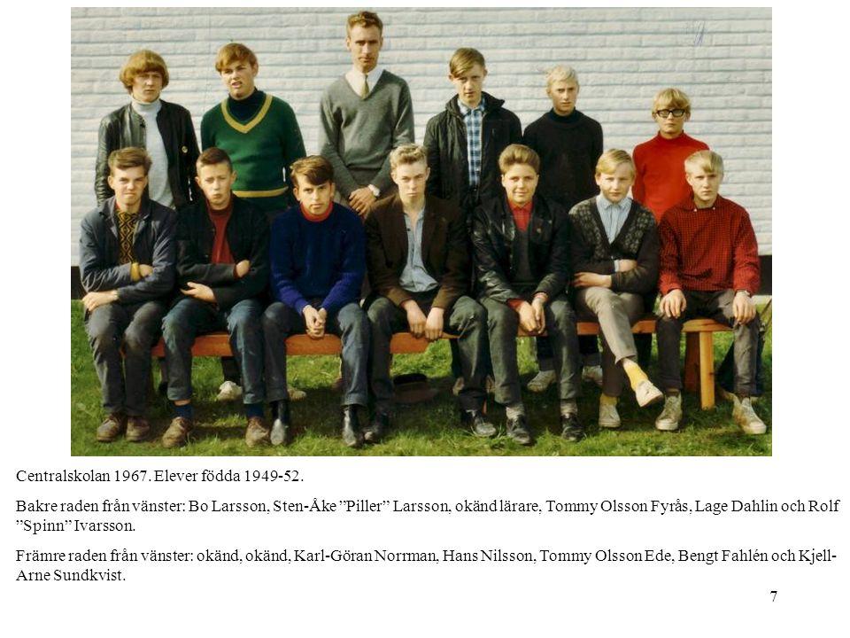 """7 Centralskolan 1967. Elever födda 1949-52. Bakre raden från vänster: Bo Larsson, Sten-Åke """"Piller"""" Larsson, okänd lärare, Tommy Olsson Fyrås, Lage Da"""