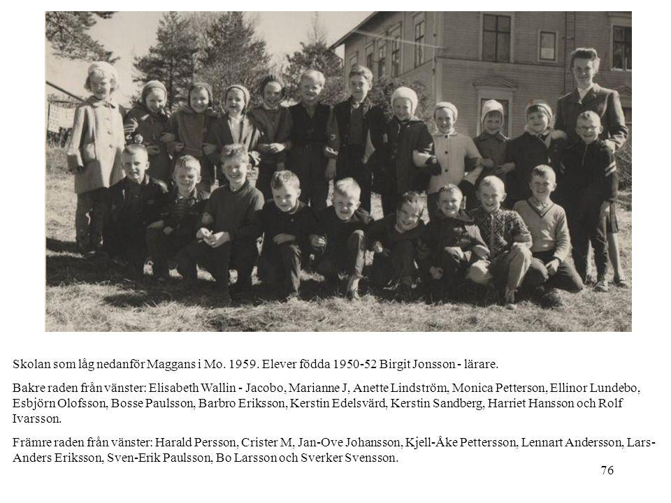 76 Skolan som låg nedanför Maggans i Mo. 1959. Elever födda 1950-52 Birgit Jonsson - lärare. Bakre raden från vänster: Elisabeth Wallin - Jacobo, Mari