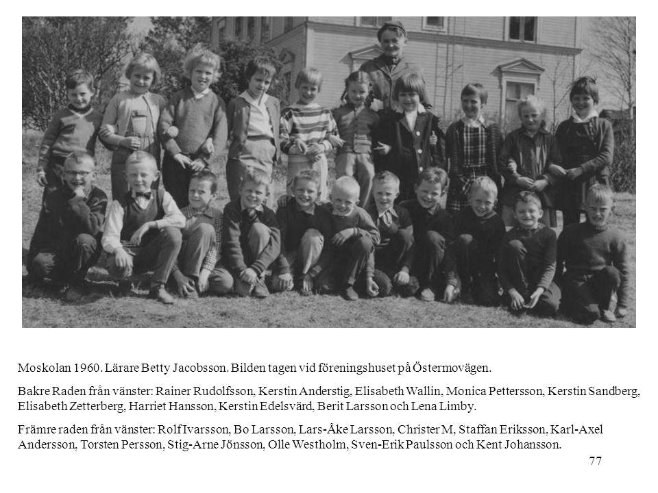77 Moskolan 1960. Lärare Betty Jacobsson. Bilden tagen vid föreningshuset på Östermovägen. Bakre Raden från vänster: Rainer Rudolfsson, Kerstin Anders