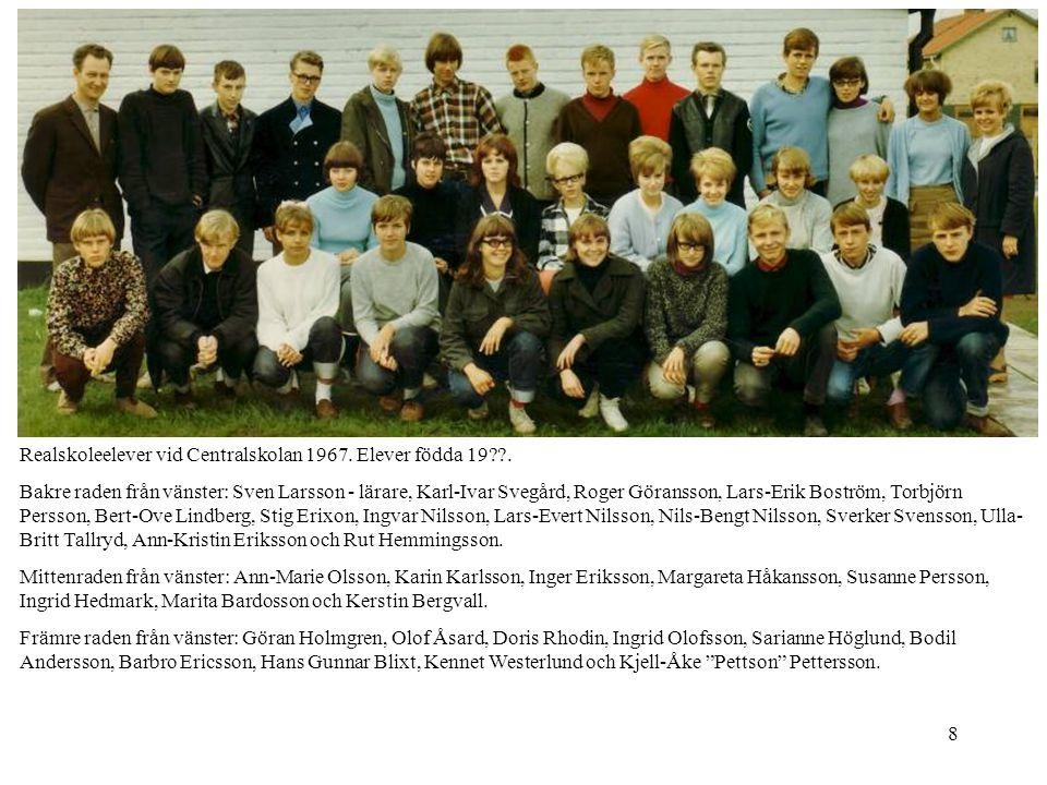 8 Realskoleelever vid Centralskolan 1967. Elever födda 19??. Bakre raden från vänster: Sven Larsson - lärare, Karl-Ivar Svegård, Roger Göransson, Lars