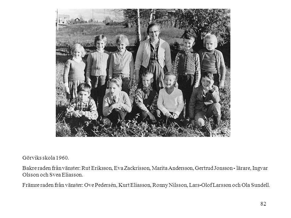 82 Görviks skola 1960. Bakre raden från vänster: Rut Eriksson, Eva Zackrisson, Marita Andersson, Gertrud Jonsson - lärare, Ingvar Olsson och Svea Elia