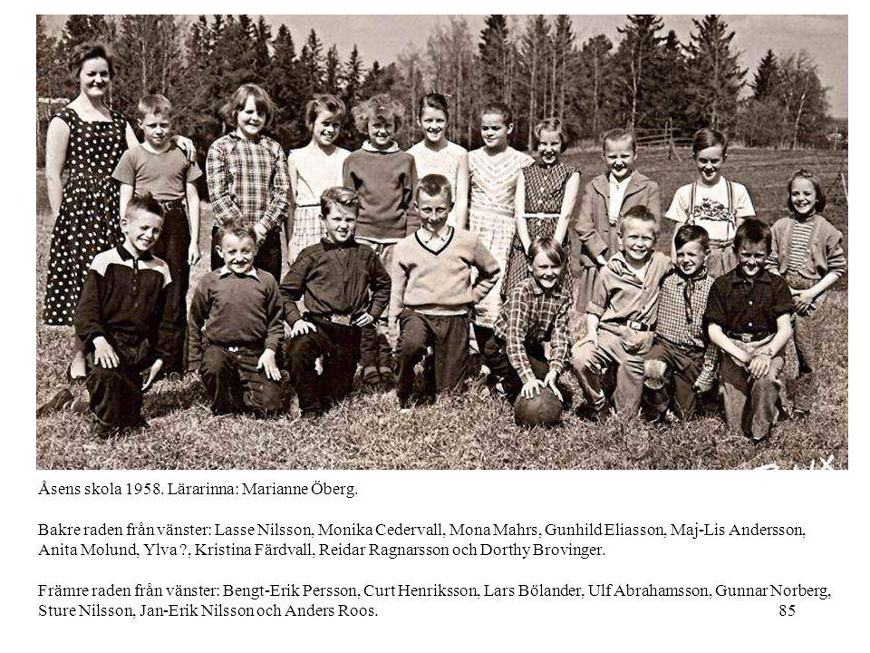 85 Åsens skola 1958. Lärarinna: Marianne Öberg. Bakre raden från vänster: Lasse Nilsson, Monika Cedervall, Mona Mahrs, Gunhild Eliasson, Maj-Lis Ander