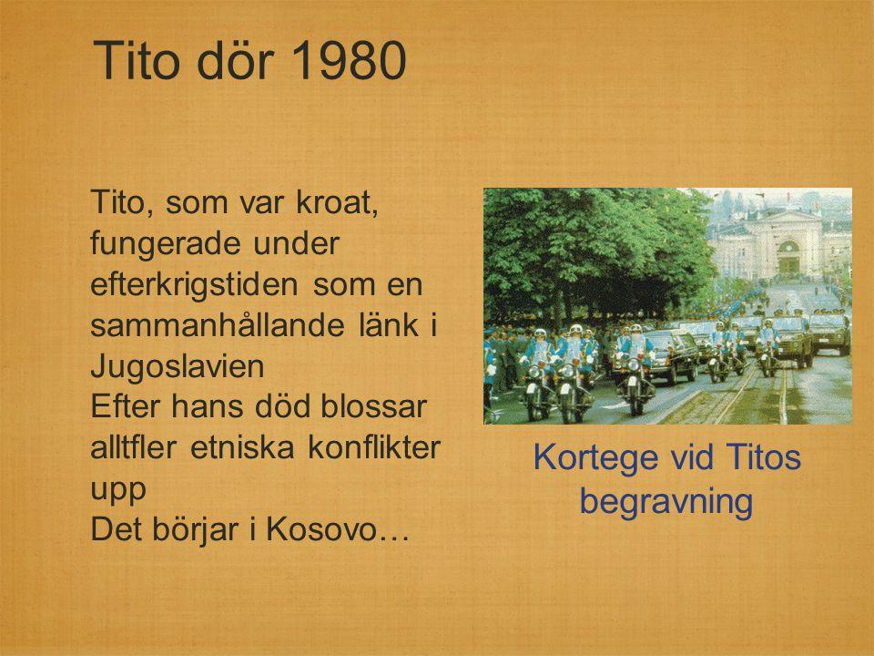 Tito dör 1980 Tito, som var kroat, fungerade under efterkrigstiden som en sammanhållande länk i Jugoslavien Efter hans död blossar alltfler etniska ko