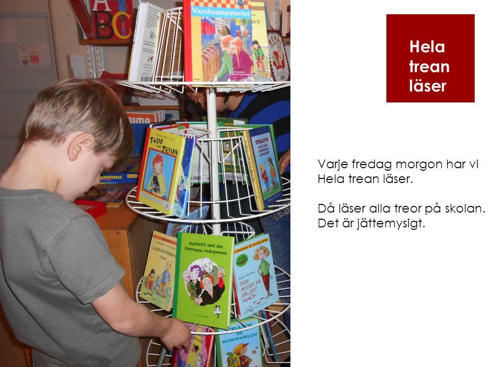Hela trean läser Varje fredag morgon har vi Hela trean läser. Då läser alla treor på skolan. Det är jättemysigt.
