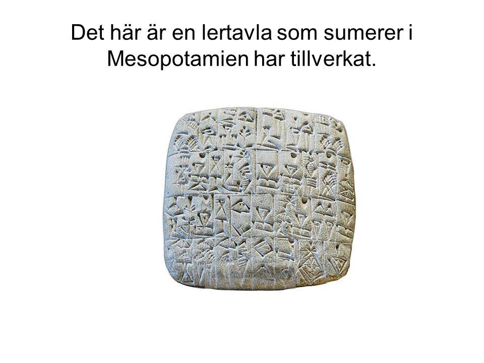 Det här är en lertavla som sumerer i Mesopotamien har tillverkat.