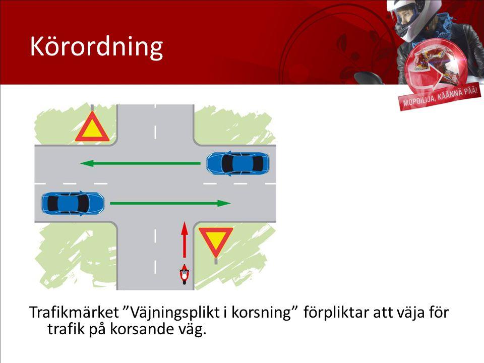 """Körordning Trafikmärket """"Väjningsplikt i korsning"""" förpliktar att väja för trafik på korsande väg."""