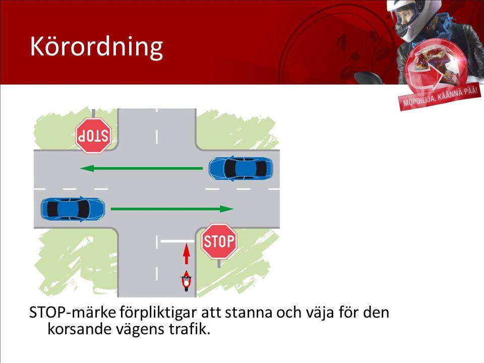 Körordning STOP-märke förpliktigar att stanna och väja för den korsande vägens trafik.
