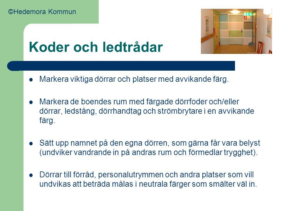 Koder och ledtrådar  Markera viktiga dörrar och platser med avvikande färg.  Markera de boendes rum med färgade dörrfoder och/eller dörrar, ledstång