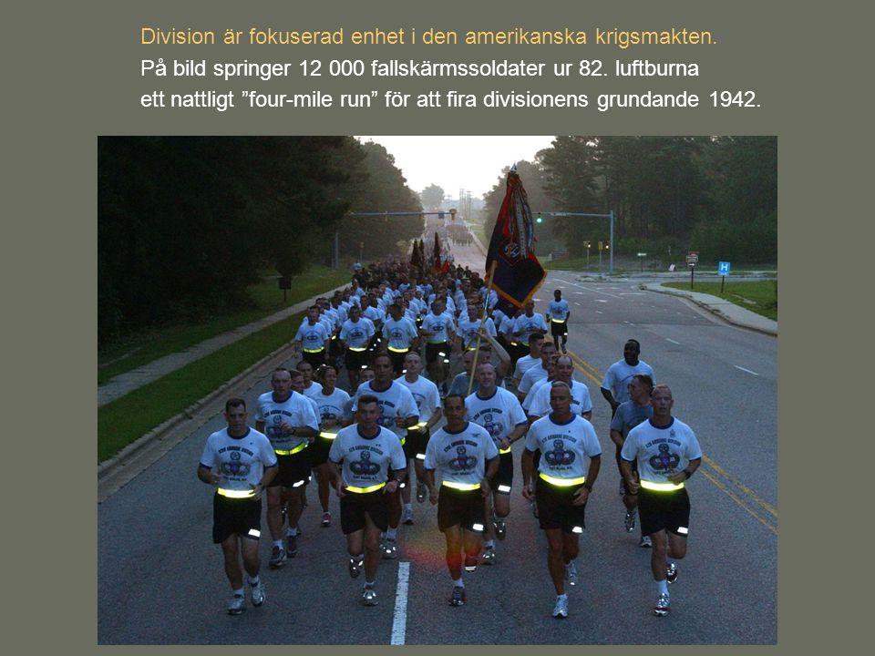 """Division är fokuserad enhet i den amerikanska krigsmakten. På bild springer 12 000 fallskärmssoldater ur 82. luftburna ett nattligt """"four-mile run"""" fö"""