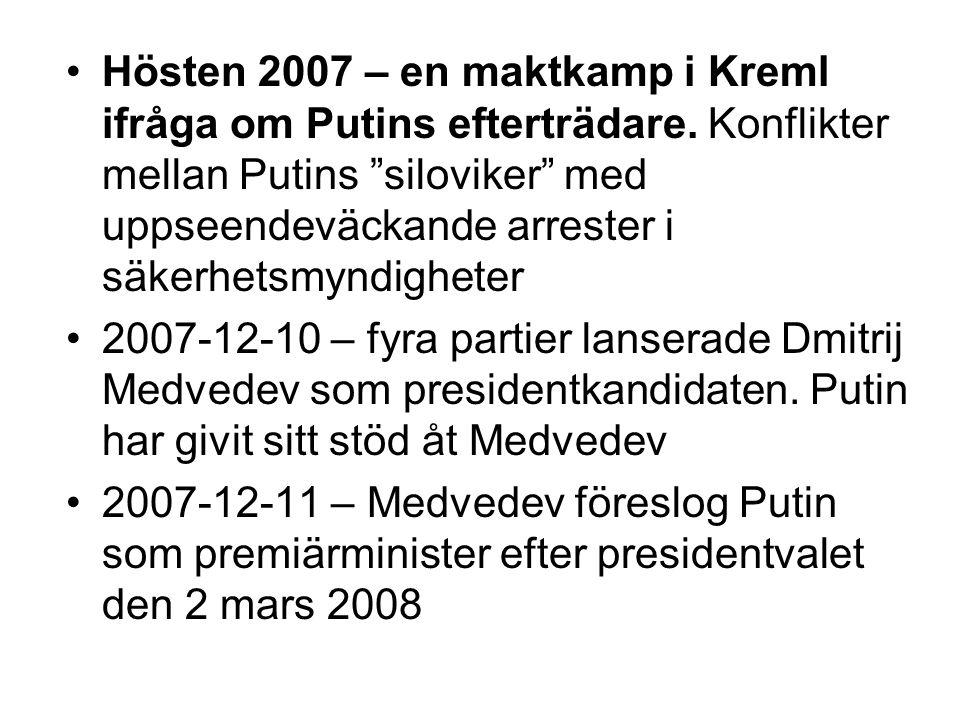 """•Hösten 2007 – en maktkamp i Kreml ifråga om Putins efterträdare. Konflikter mellan Putins """"siloviker"""" med uppseendeväckande arrester i säkerhetsmyndi"""