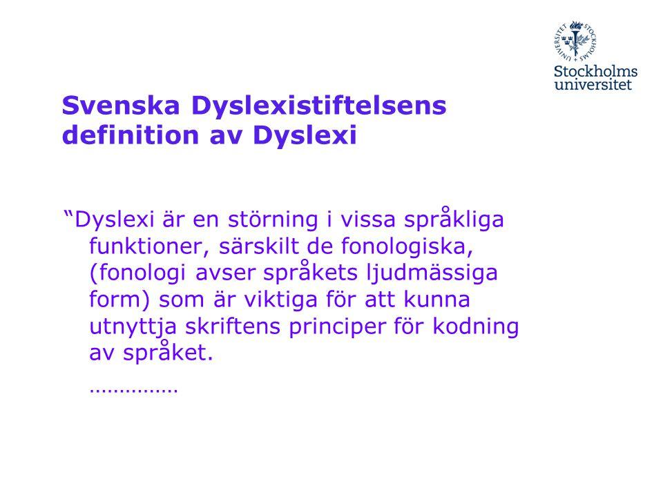 """Svenska Dyslexistiftelsens definition av Dyslexi """"Dyslexi är en störning i vissa språkliga funktioner, särskilt de fonologiska, (fonologi avser språke"""