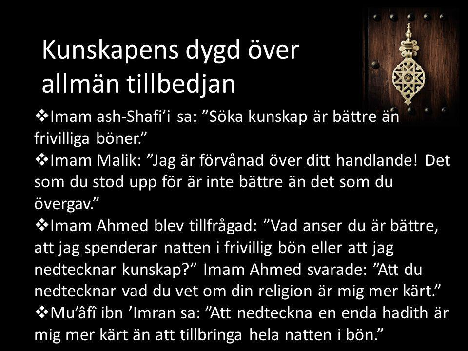 """Kunskapens dygd över allmän tillbedjan  Imam ash-Shafi'i sa: """"Söka kunskap är bättre än frivilliga böner.""""  Imam Malik: """"Jag är förvånad över ditt h"""