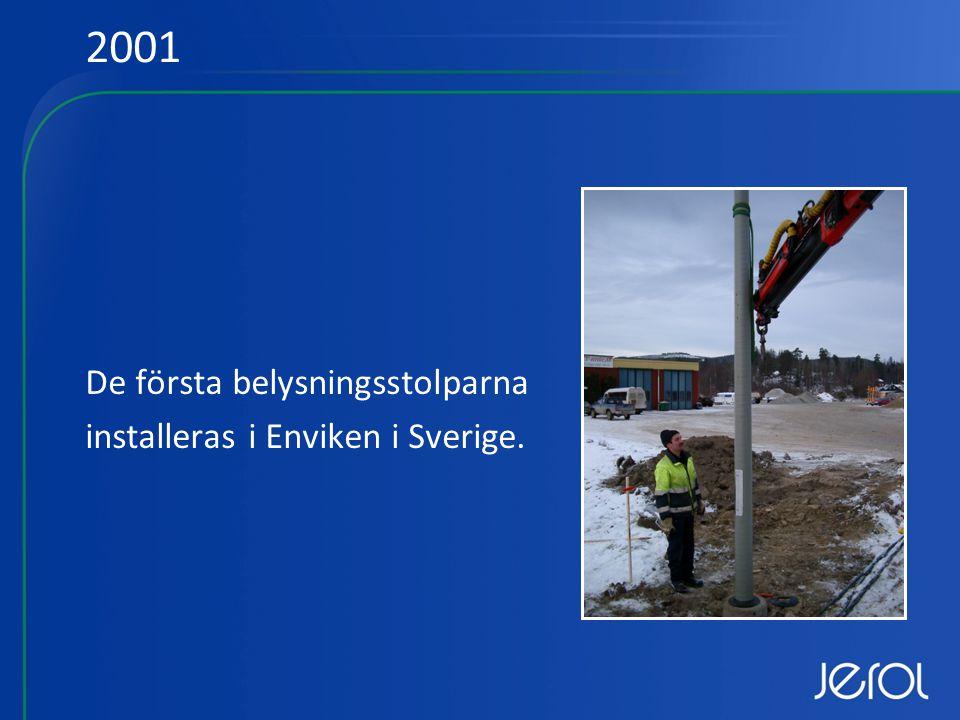 De första belysningsstolparna installeras i Enviken i Sverige. 2001