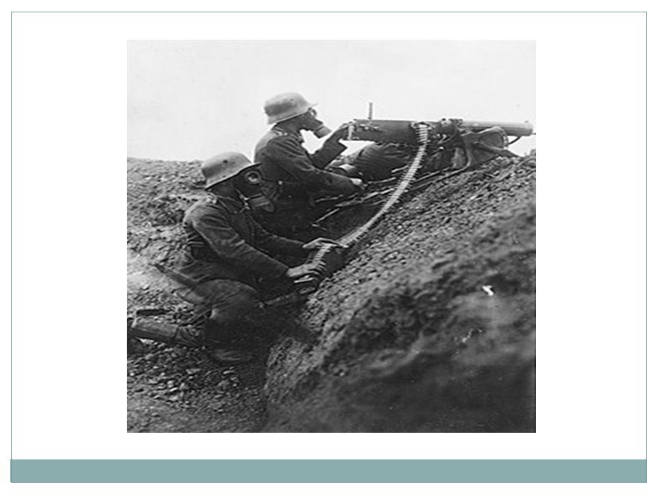Ryssland går ur kriget  Oktober revolutionen 1917  1918 freden i Brest- Litovsk mellan Tyskland och Ryssland:  Självständighet till: Finland, Estland, Lettland och Ukraina  Tyskland tar över Litauen och området kring Warszawa