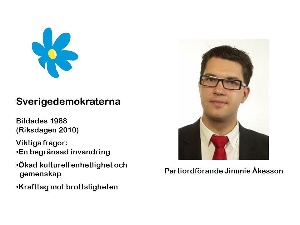 Sverigedemokraterna Bildades 1988 (Riksdagen 2010) Viktiga frågor: • En begränsad invandring • Ökad kulturell enhetlighet och gemenskap • Krafttag mot