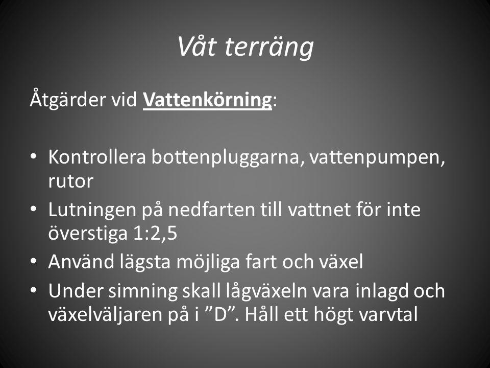 Våt terräng Åtgärder vid Vattenkörning: • Kontrollera bottenpluggarna, vattenpumpen, rutor • Lutningen på nedfarten till vattnet för inte överstiga 1:
