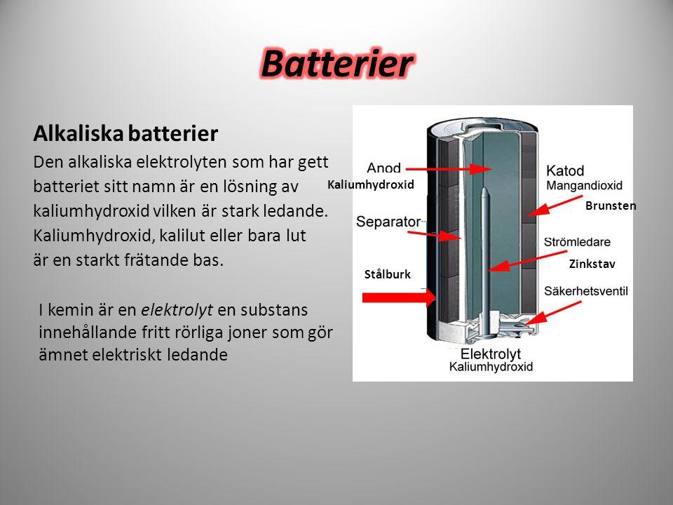Alkaliska batterier Den alkaliska elektrolyten som har gett batteriet sitt namn är en lösning av kaliumhydroxid vilken är stark ledande. Kaliumhydroxi