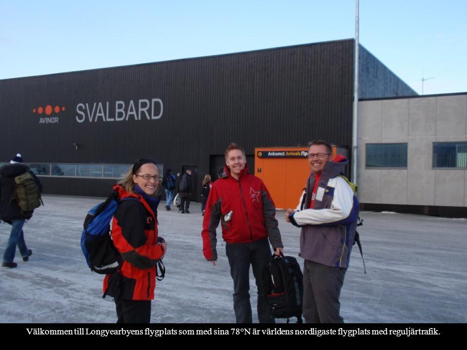 Välkommen till Longyearbyens flygplats som med sina 78°N är världens nordligaste flygplats med reguljärtrafik.