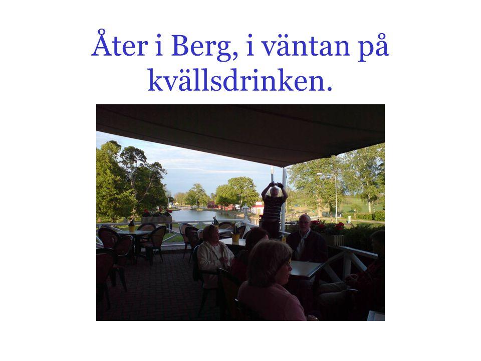 Åter i Berg, i väntan på kvällsdrinken.