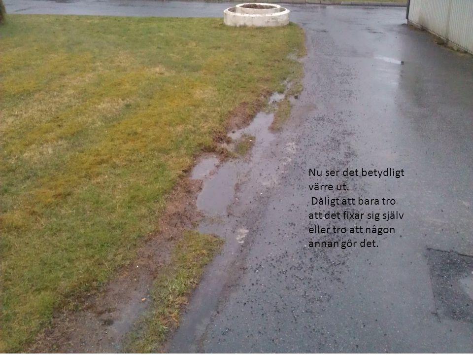 Lika dålig stil här Spåren är ca 10-15cm djupa inte så roligt att studsa över med gräsklipparen här.