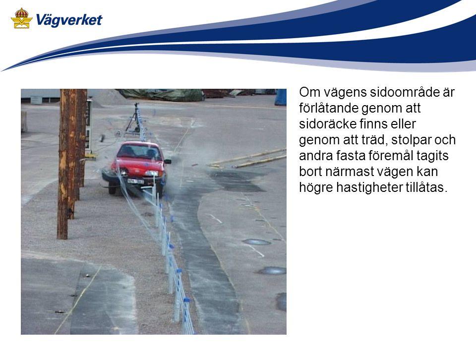 Om vägens sidoområde är förlåtande genom att sidoräcke finns eller genom att träd, stolpar och andra fasta föremål tagits bort närmast vägen kan högre