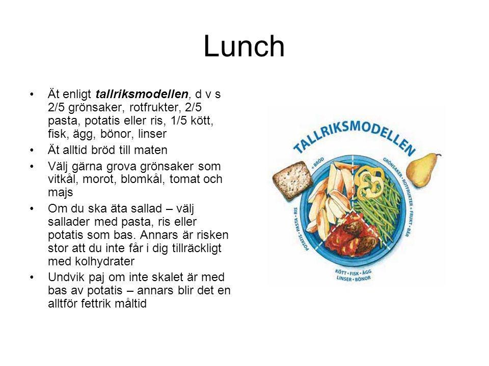 Lunch •Ät enligt tallriksmodellen, d v s 2/5 grönsaker, rotfrukter, 2/5 pasta, potatis eller ris, 1/5 kött, fisk, ägg, bönor, linser •Ät alltid bröd till maten •Välj gärna grova grönsaker som vitkål, morot, blomkål, tomat och majs •Om du ska äta sallad – välj sallader med pasta, ris eller potatis som bas.
