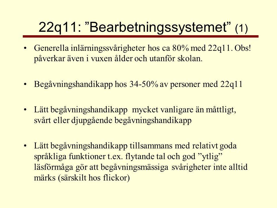 22q11: Bearbetningssystemet (2) + • konkreta språkliga funktioner; t ex resonera språkligt, ordförråd (trots initial språkförsening) • läsa och skriva • repetitiv inlärning • verbalt minne via hörsel - • icke-verbal förståelse, ex förstå underförstådd kommunikation •matematik •abstrakt, teoretiskt tänkande •minne för berättelser, sammanhang •Visuospatiala förmågor = rumsuppfattning, lösa problem med visuellt material