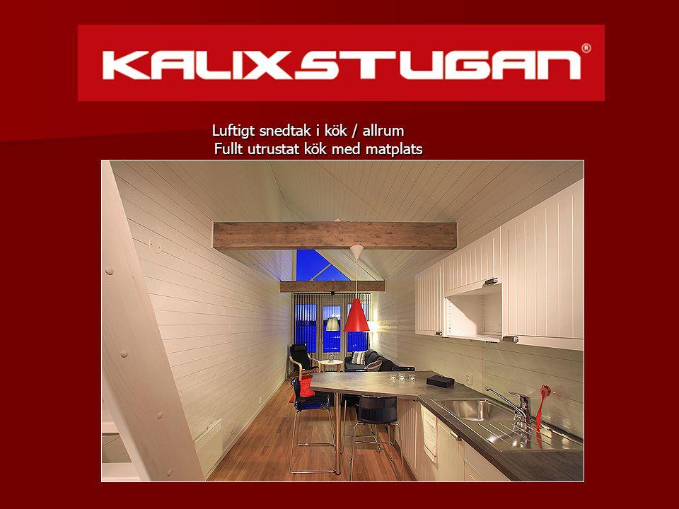 Luftigt snedtak i kök / allrum Fullt utrustat kök med matplats Luftigt snedtak i kök / allrum Fullt utrustat kök med matplats