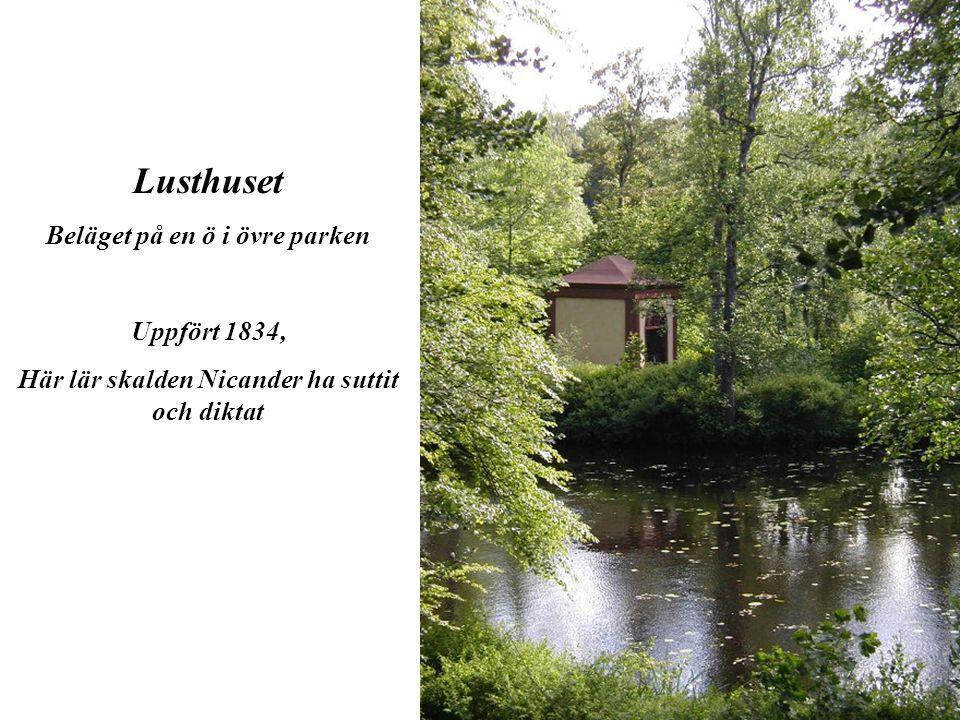 Lusthuset Beläget på en ö i övre parken Uppfört 1834, Här lär skalden Nicander ha suttit och diktat